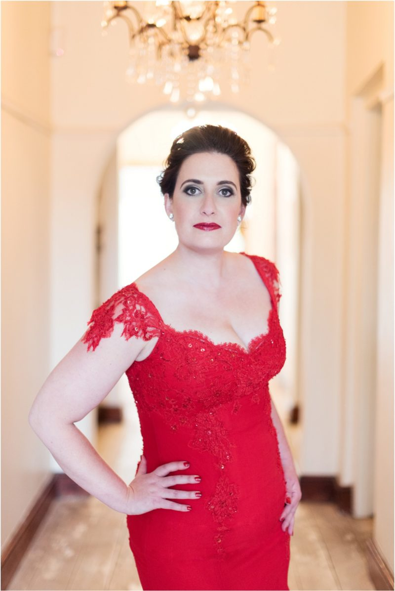 A la Mode Portrait : Lady In Red